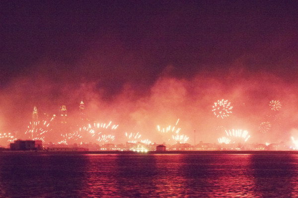 Fireworks Dubai Skyline NYE 2013 600x400 Instagram Recap: Holiday Love #2