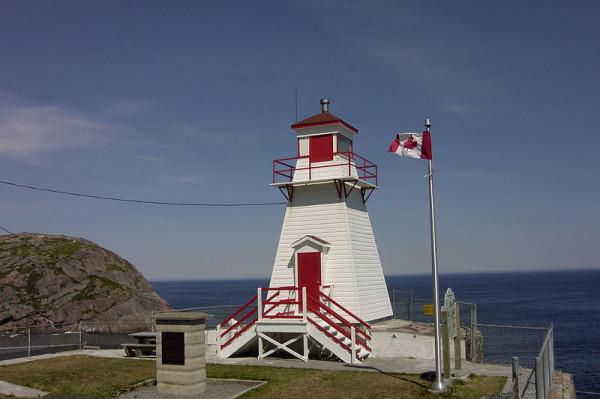 800px-Fort_Amherst_lighthouse,_St._John's,_NL