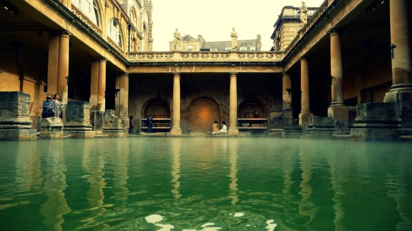 roman baths 600x337 Bath: fashion & history in South West England