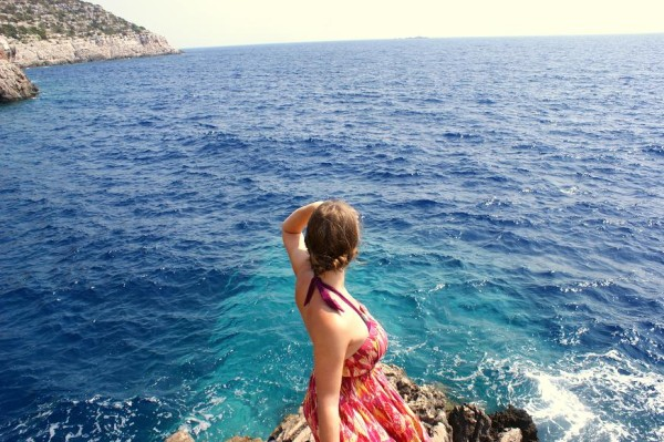 sea ocean woman selfie 600x399 What to Pack for a Sailing Holiday