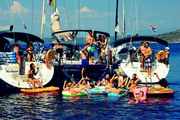 169 Sophie Saint raft party 2 travelettes sailling.hr Croatia