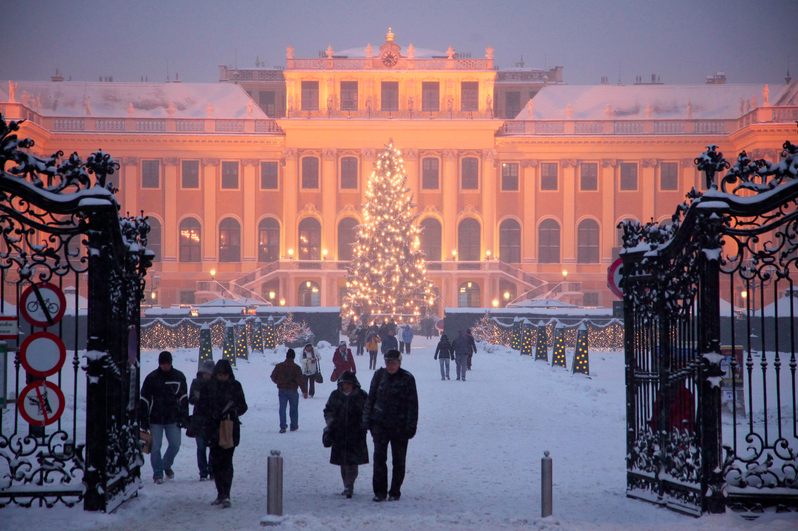 Travelettes » » Awesome Christmas Markets in Europe – Schoenbrunn ...