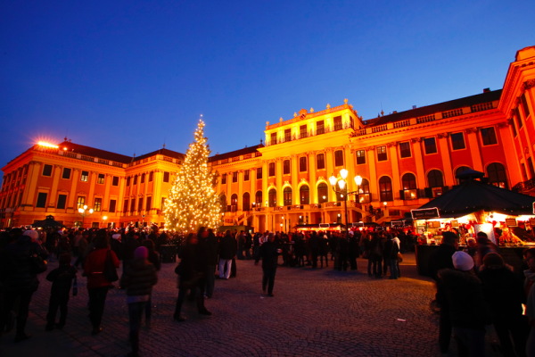 Awesome Christmas Markets in Europe - Schoenbrunn, Vienna, Austria