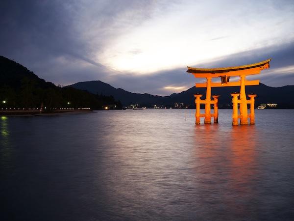 travelettes marie colinet japan miyajima floating torii gate