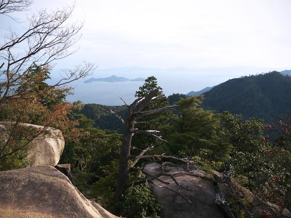 travelettes marie colinet japan miyajima mount misen
