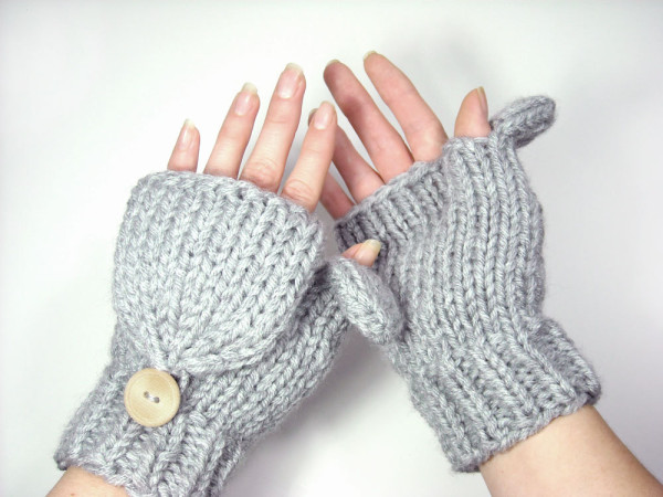 5 Necessary Winter Travel Accessoires - convertible mittens