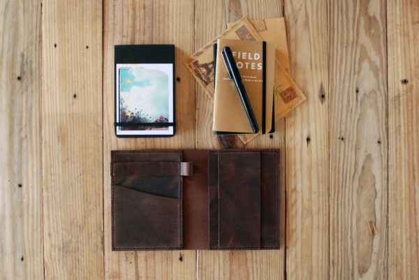 5 Necessary Winter Travel Accessoires - notebook cover