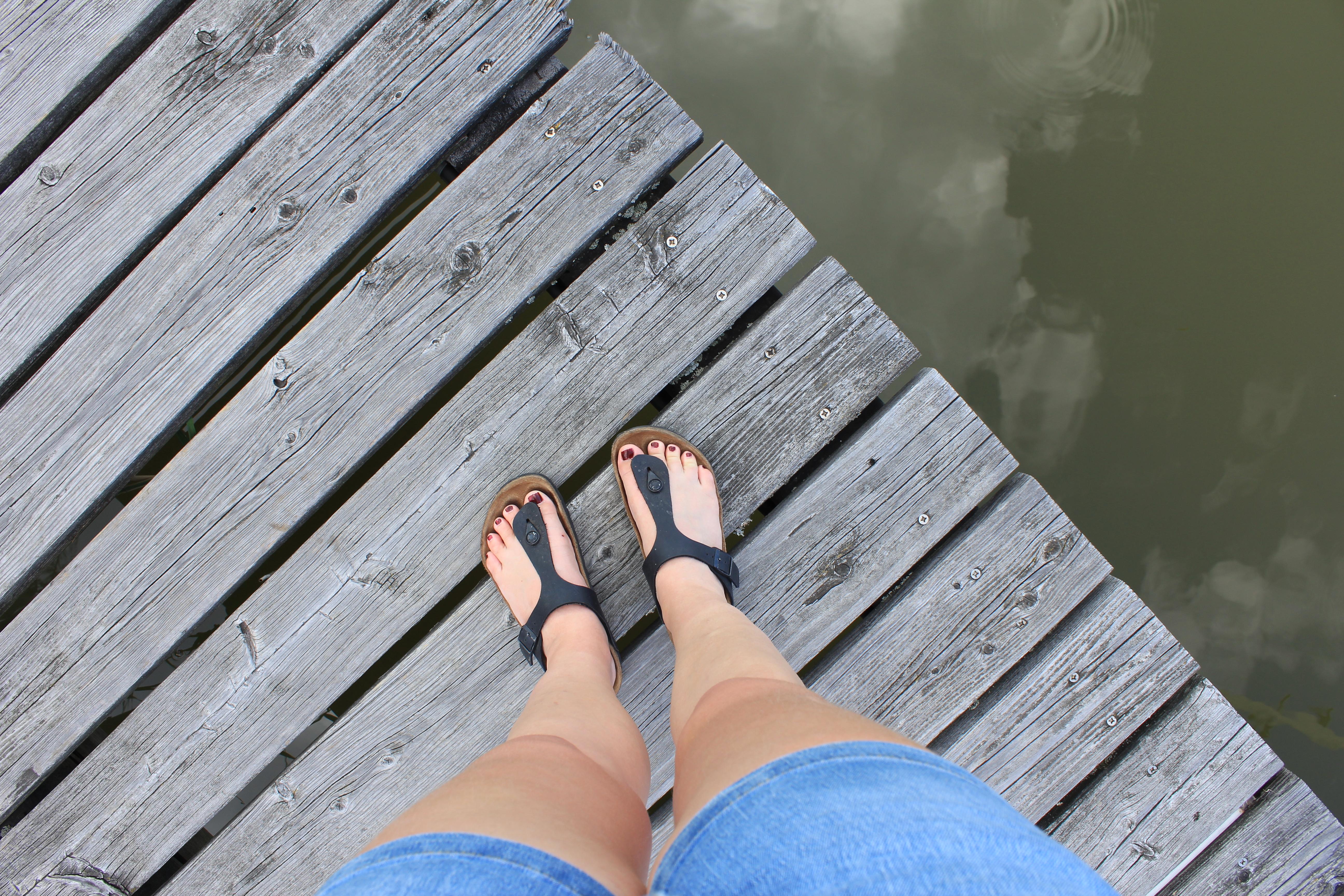 10 travel essentials which I always forget - Flip flops