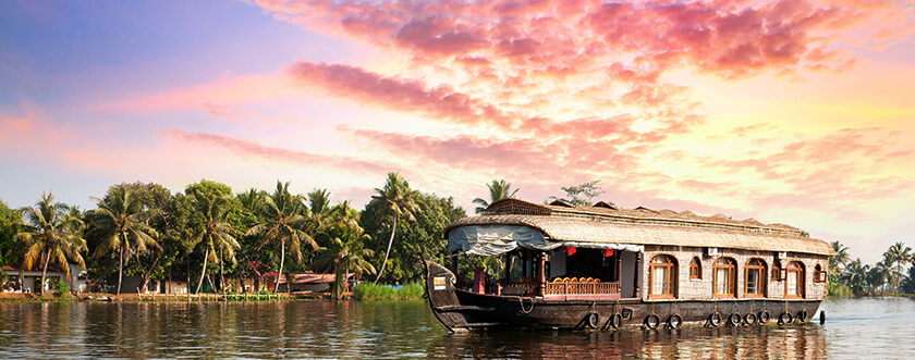 Tinggly experiences - houseboat in India
