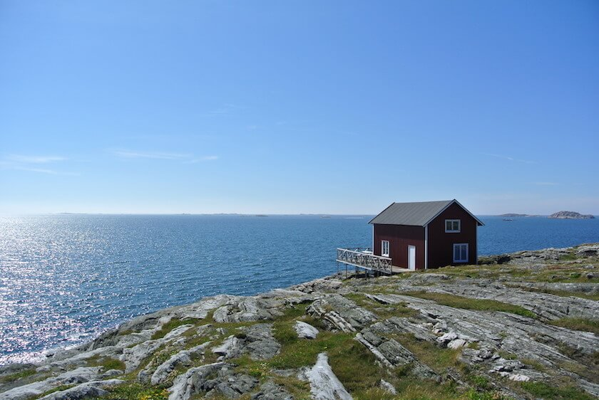 Why Everyone should do a a Roadtrip in Southern Sweden - Islands, Red cottage