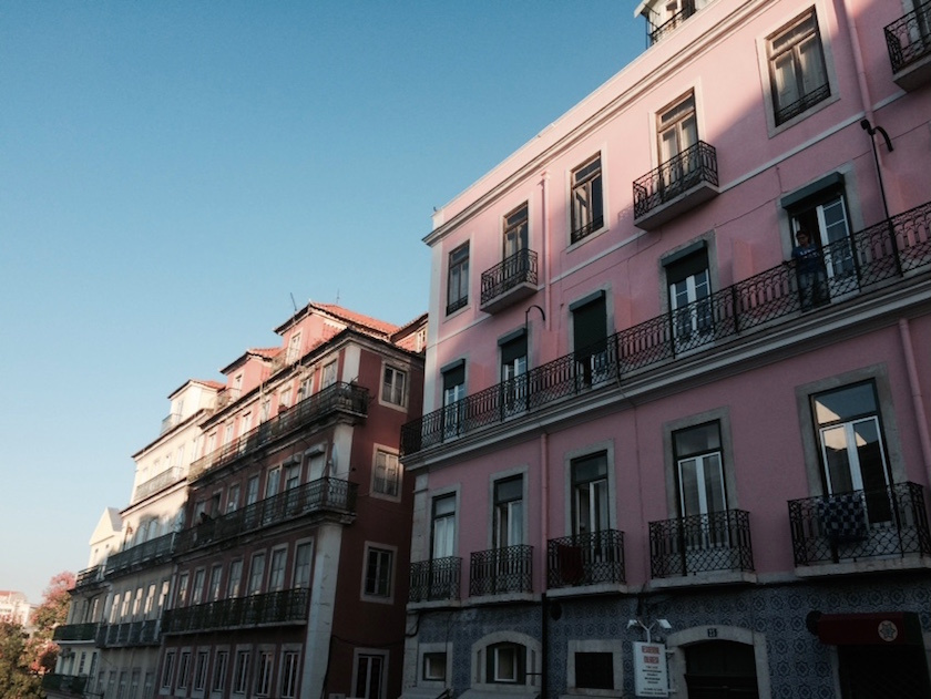 romantic pink houses in lisbon