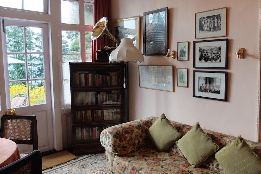 5 Reasons to visit Darjeeling - Colonial House | Travelettes.net