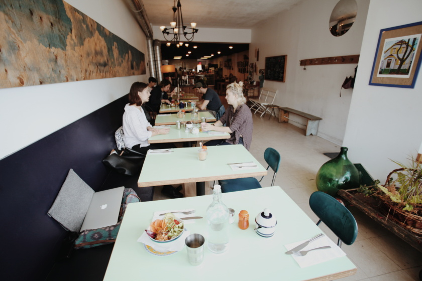 Bloggers and other digital nomads are always on the quest for great coffee shops that double up as work places. Here are 6 awesome coffee shops in Toronto.