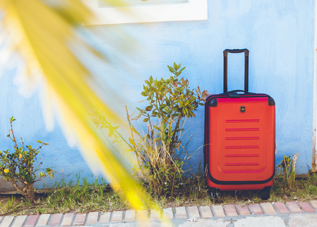 This is the ultimate suitcase for notorious overpackers