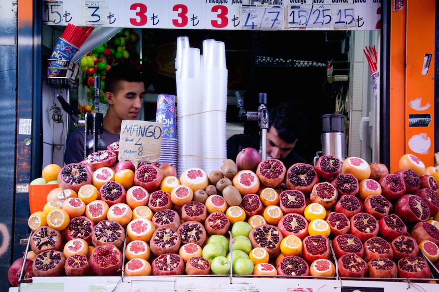 Instanbul Juice Bar Refugee Crisis Travel