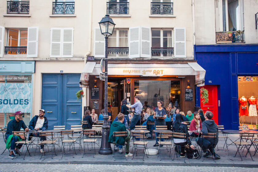 For all the vegan Travelettes out there: YES, you can travel Paris as a vegan - just bring our vegan Paris city guide!