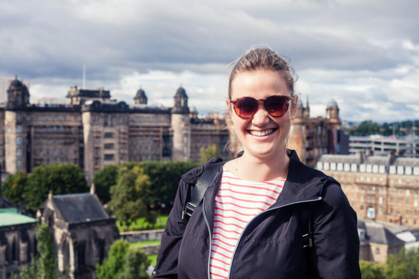 Travel blogger Kathi Kamleitner on one of her guided tours through Glasgow, which also include a walk up the Necropolis for views over Glasgow Cathedral and the city.