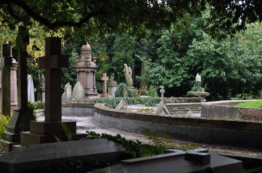 Dark tourism: The Graveyard Tour at Highbury Cemetery, London