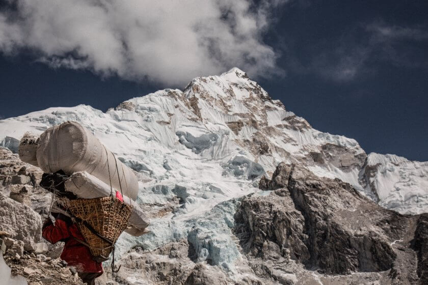 Hikers On Mt. Everest Now Have To Carry Their Own Poo – Here's Why It's A Great Idea