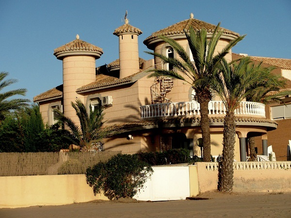 Once I win the lottery, I will buy this house right on the beach of La Manga and live happily ever after..
