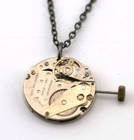 silver_round_pendant_pin_out_1