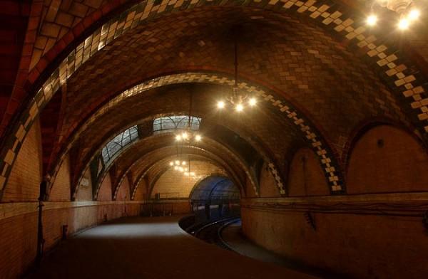 02 City Hall Station 600x392 New York City's Hidden Subway Station