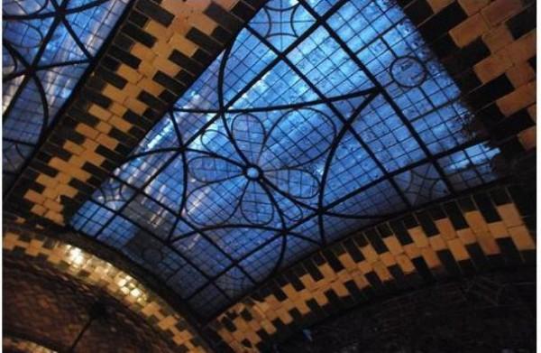 2007 02 skylight2 600x391 New York City's Hidden Subway Station