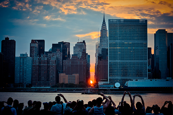 Manhattanhenge: Here Comes the Sun!