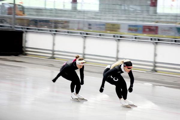 trav_speedskating