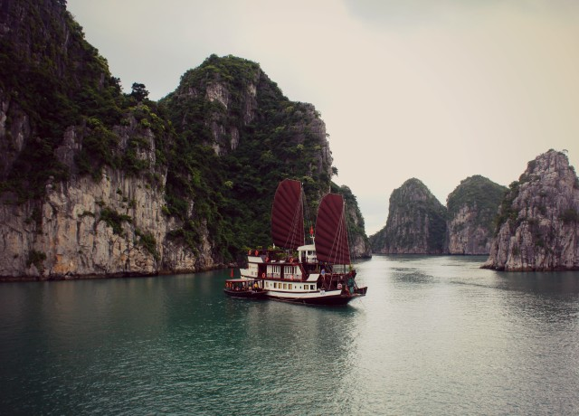 A Travelettes Guide to Cruising Ha Long Bay