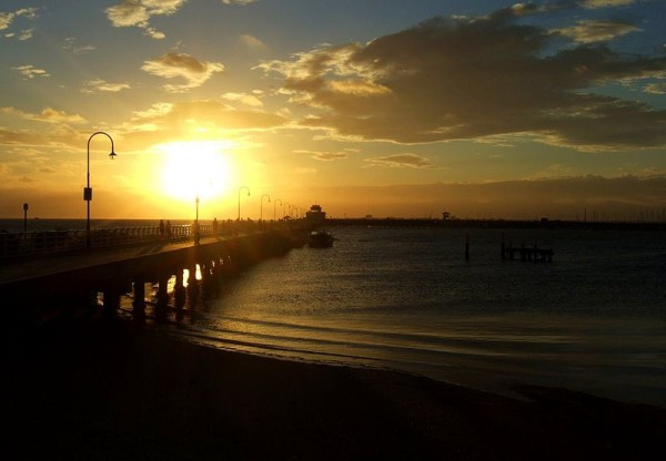 800px-St_Kilda_Pier_sunset_Stevage