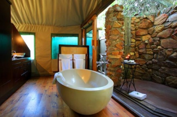 luxury-tented-suite-bathroom.preview