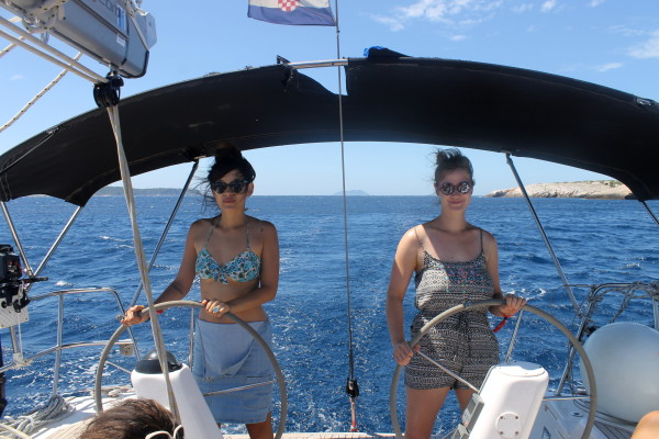Alex Saint Travelettes SailingHR Captain Sophie Kathi