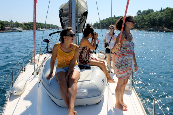 Alex Saint Travelettes SailingHR Girls on a boat