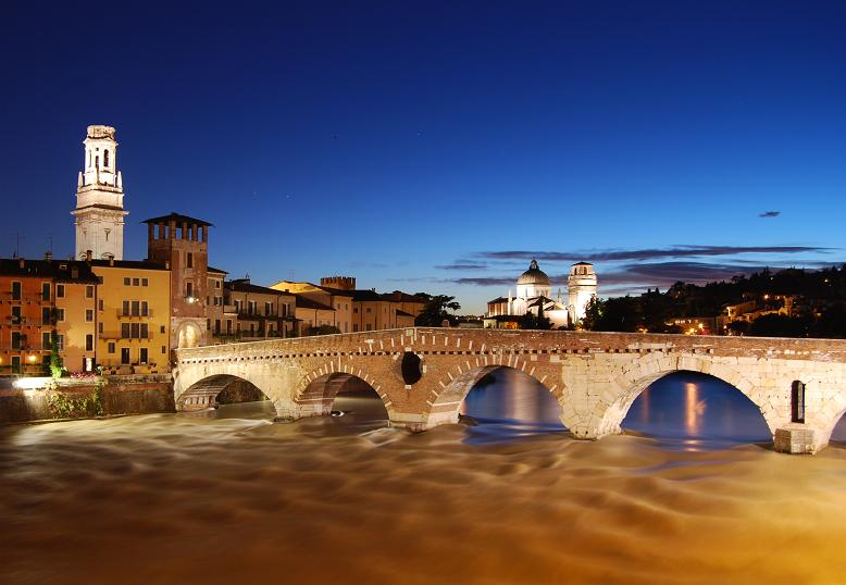 Verona_-_ponte_pietra_at_sunset
