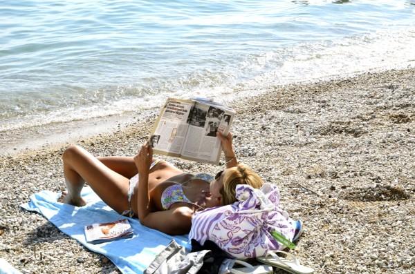 lady_reading_garda