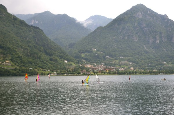 lake_idro_surfing_italy