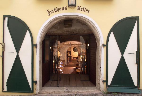 wine krug, gumpoldskirchen / day trips from vienna / kathi kamleitner