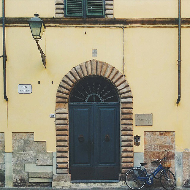 Doorporn in Lucca - Frances M Thompson