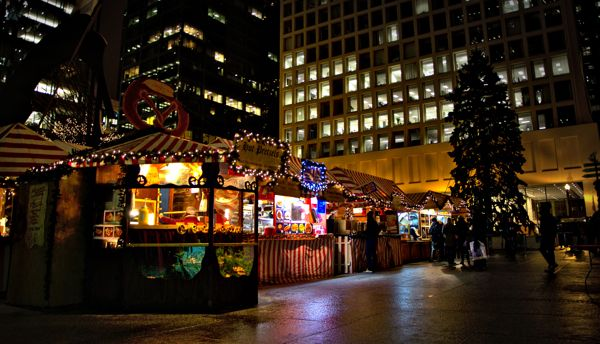 Cool Things to do in Chicago in Winter - Emily Perkinson - Christmas market