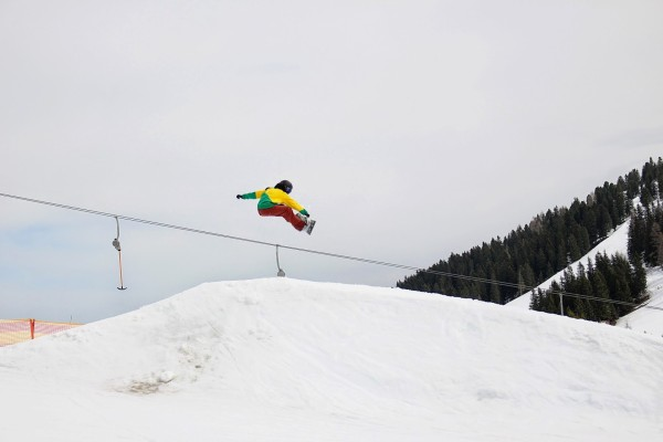 jumping snowboarder_x960