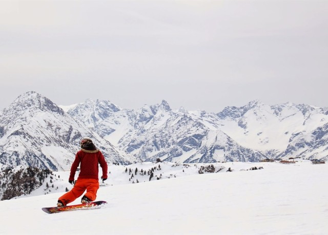 The Travelettes Guide to Snowboarding for Beginners