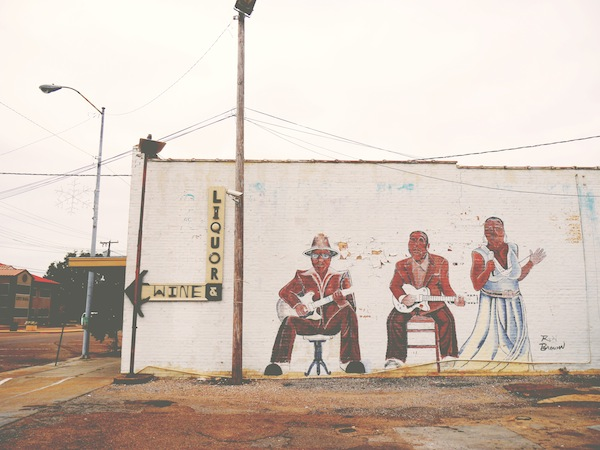 travelettes marie colinet clarksdale mississippi blues musicians mural muddy waters john lee hooker bessie smith