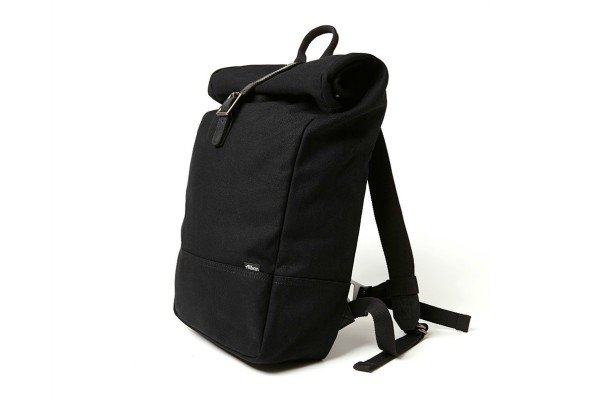 5 Necessary Winter Travel Accessoires - backpack