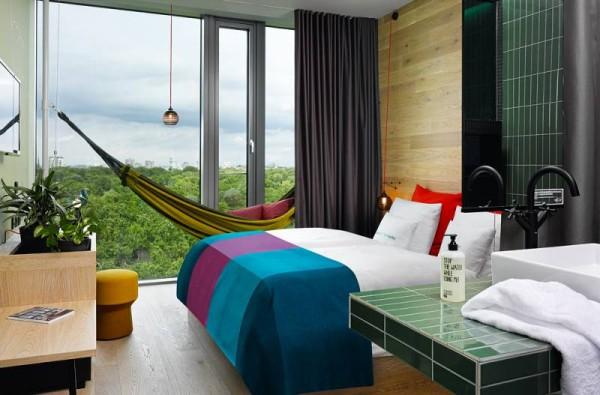 2740_8_25hours_Hotel_Bikini_Berlin-Jungle-Room-M-Hangematte-Zooblick_klein