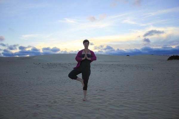 How yoga can make you a better traveler - kamah yoga - sophie saint-1