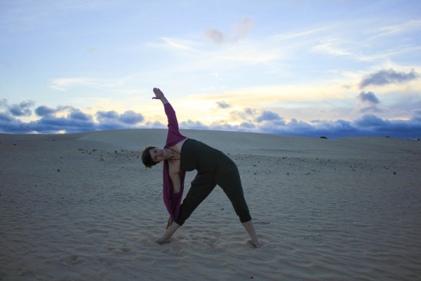 How yoga can make you a better traveler - kamah yoga - sophie saint-2
