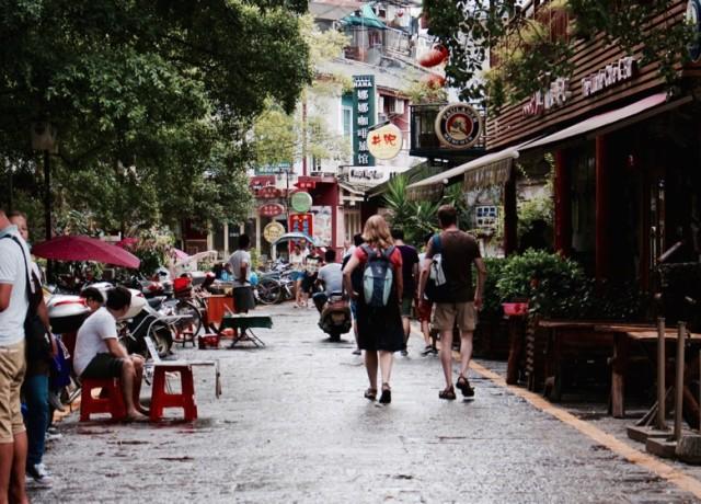 5 little ways to avoid the tourist treatment in Asia