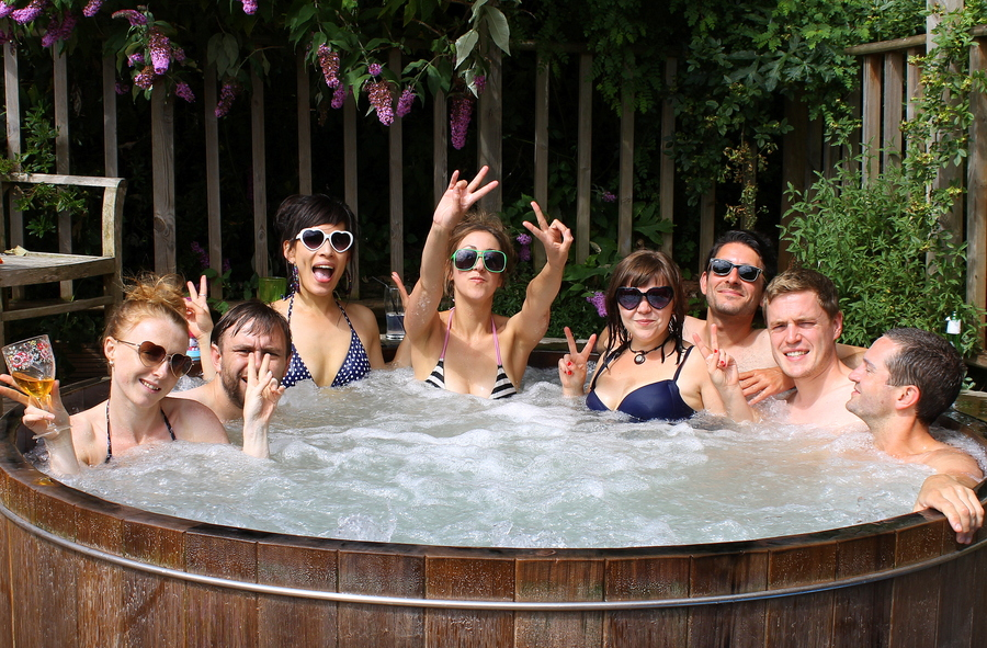 how-to-do-a-luxury-english-country-weekend-hot-tub