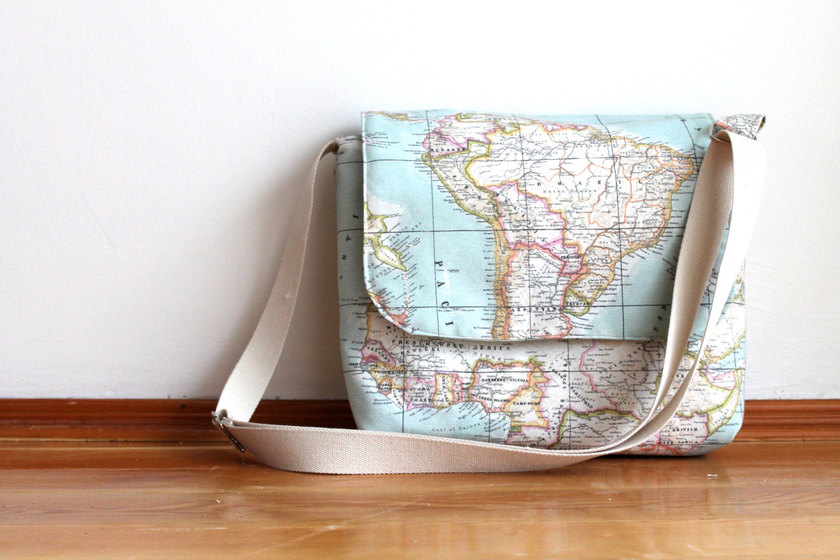Travelettes-Etsy-world-map-messenger-bag-giveaway